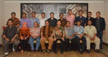3. Foto bersama Tim Pembahasan Roadmap TIK Nasional & Kriteria Menteri TIK